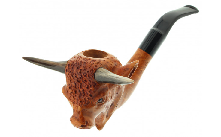 Bull sculpted pipe